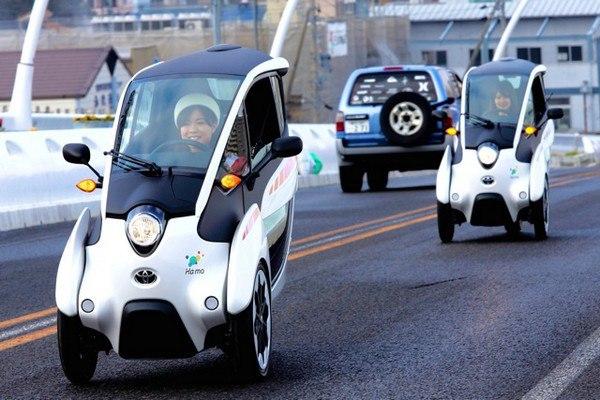 Francezii se mișcă înaintea timpului! Toyota i-ROAD – automobilul cu trei roți (FOTO)
