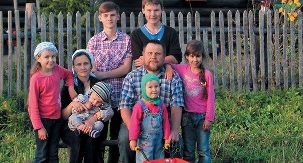 Дерзкий побег из Петербурга в деревню! 10 лет спустя...