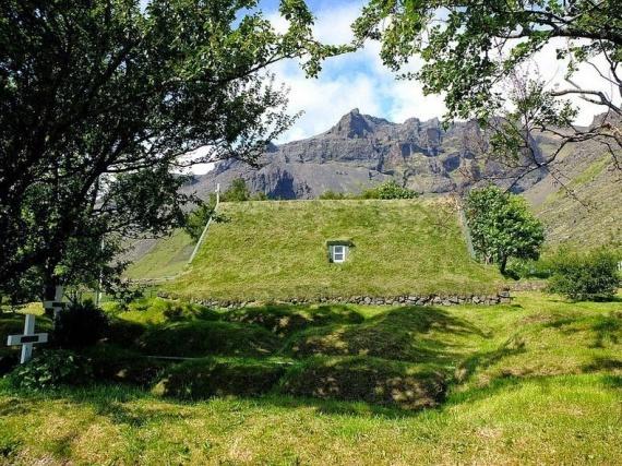 Почему в Исландии зарывали дома под землю? В чем секрет древней архитектуры? (+Фото)