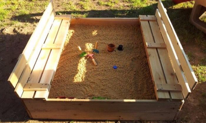 Детскую песочницу с крышкой и скамейкой легко сделать самостоятельно (+Фото)