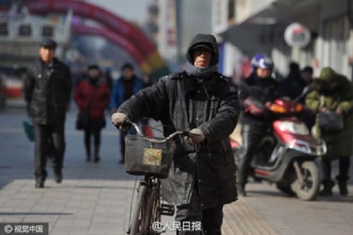 Простой дворник из Китая оплатил образование 37 обездоленных детей!