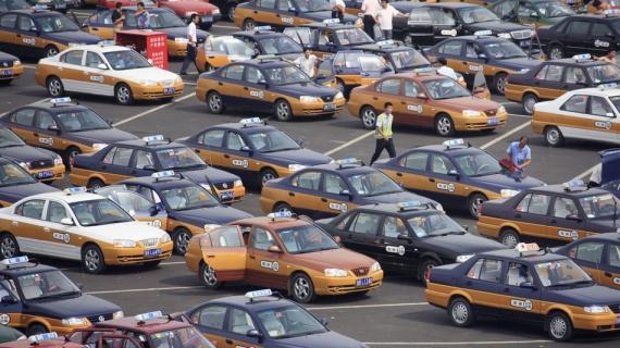 В Пекине все бензиновые авто-такси массово заменяют на электрокары
