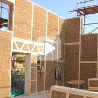 Дом из соломенных панелей строится быстро, легко и дешево! (Видео)