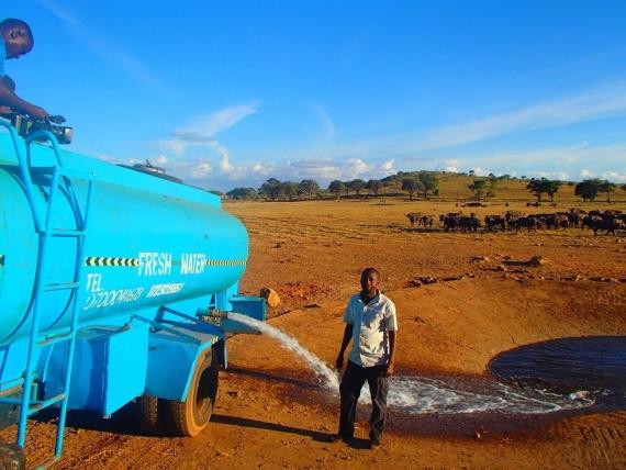 Этот фермер-герой напоил водой всех диких животных своей пустыни (+Фото)