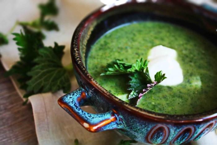 Использование крапивы в салатах, щах, супах не только вкусно, но и полезно. (Рецепты)