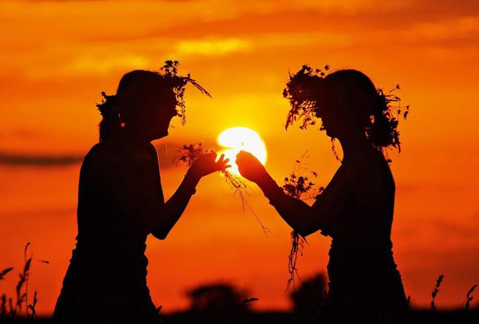 День летнего солнцестояния 21 июня: традиции и приметы праздника