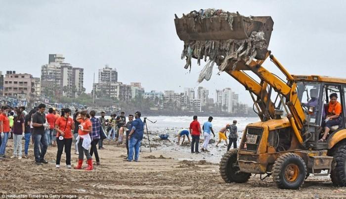 5000 тонн мусора вынесли добровольцы с пляжа в Индии (+Фото)
