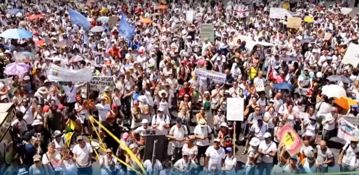 Итальянцы массово протестуют против закона об обязательной вакцинации (+Видео)