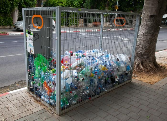Пластиковые бутылки принимают за деньги!