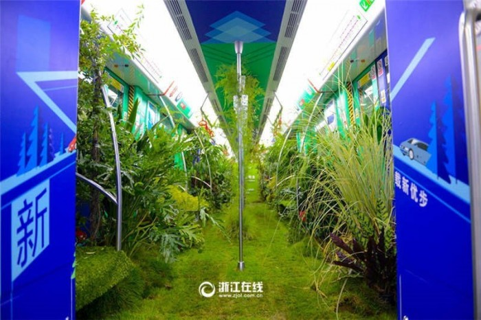 Настоящий живой лес в вагоне метро (Фото)