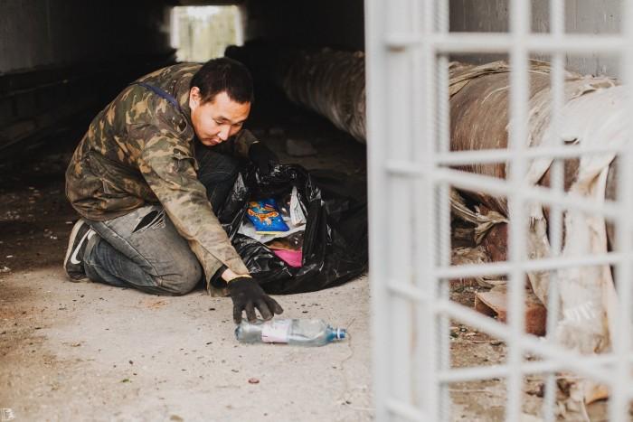 Романтик-доброволец в одиночку очищает город от мусора (+Фото)