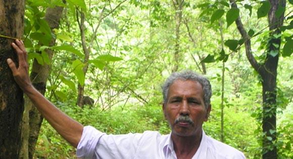 В одиночку вырастил лес и напоил водой 10 000 человек! (Видео)