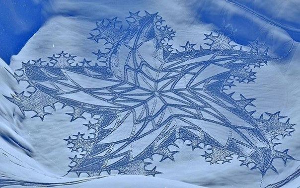 Художник рисует на снегу ногами (Фото)