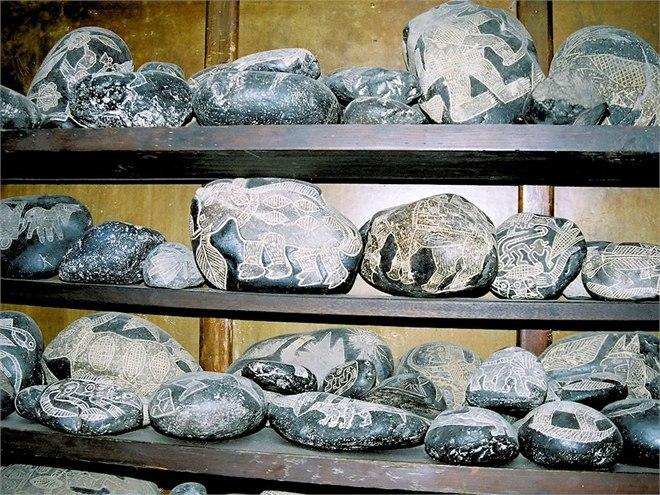 11 000 древних камней с рисунками людей во времена динозавров и не только (+Фото)