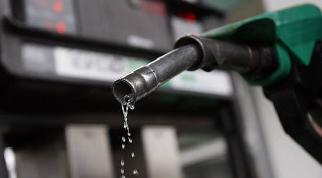 Как производят бензин в сарае на китайских добавках (Видео)