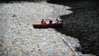 Многокилометровые мусорные острова в океане (Видео)