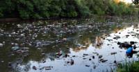 Одна из самых грязных рек мира, которая сильно загрязняет океан (Видео)