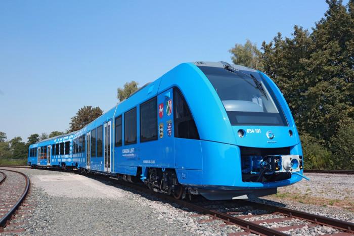 Первый в мире электропоезд пошел в эксплуатацию (+Фото)
