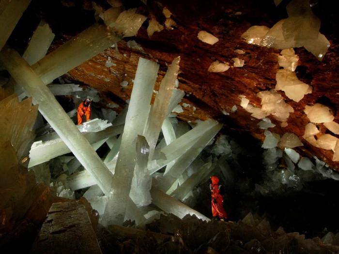 Самые большие в мире кристаллы селенита (Фото)