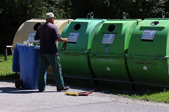 Сколько денег можно выручить с продажи мусора? (Видео)