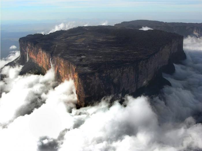 Затерянный мир - Рорайма - столовая гора в Южной Америке (Фото)
