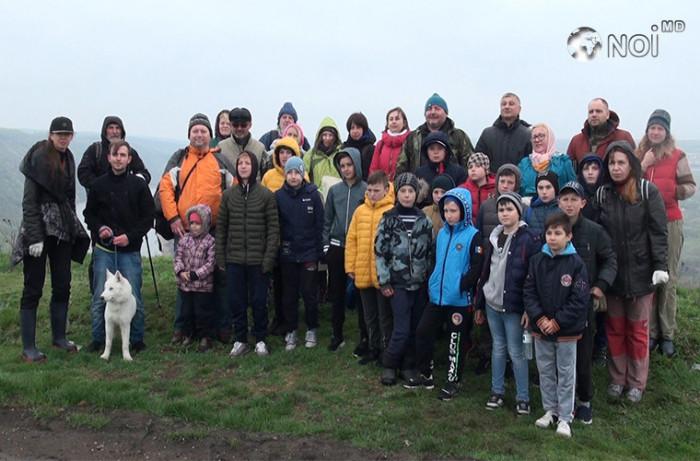 Десятки волонтеров собрались в Цыпова для уборки территории (ВИДЕО)