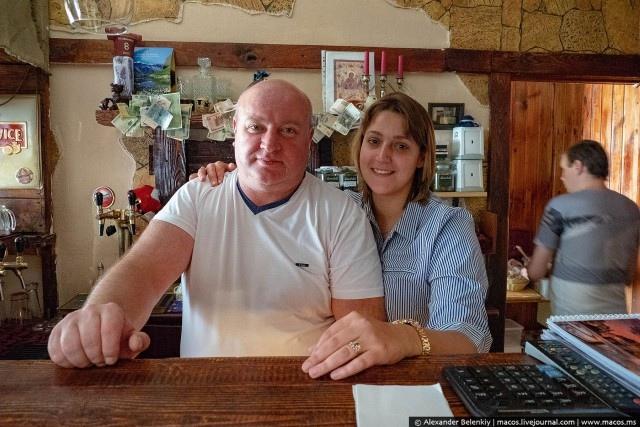 Стариков бесплатно кормят в одном из кафе Петербурга (+Фото)