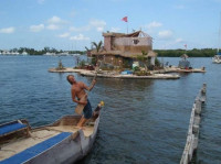 Искусственный остров построенный из пластиковых бутылок (+Фото)