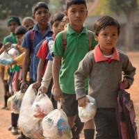 В индийской школе дети платят за обучение мусором (+Фото)