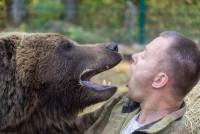 Летчики приютили медвежонка (+Фото)
