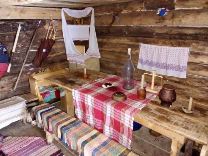 У школьника необычные хобби, он построил дом и освоил древние ремесла