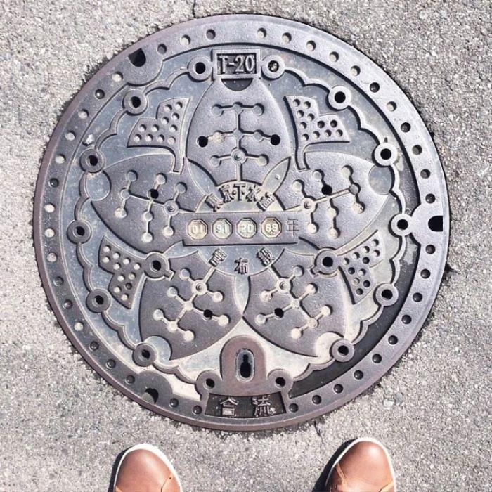 Красота под ногами: красивейшие канализационные люки из Японии (Фото)